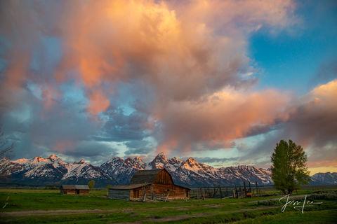 photo of Moulton Barn in Grand Tetons, Wyoming landscape photos, National Park photography, Jackson Hole, sunrise, sunset, mountains, landscape, wildlife, snow, western, Large format, cowgirl, ranch,