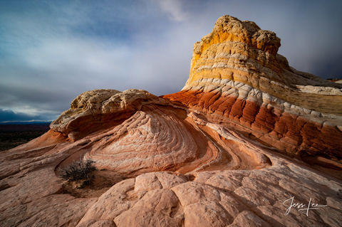 Beautiful colors strewn throughout the rock formations of Red Rocks Country in Arizona.