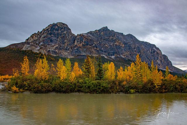 Autumn creeps in at Gates of the Arctic in Alaska