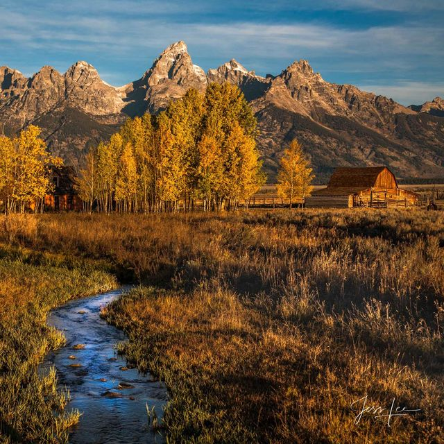 Teton barns with mountains.