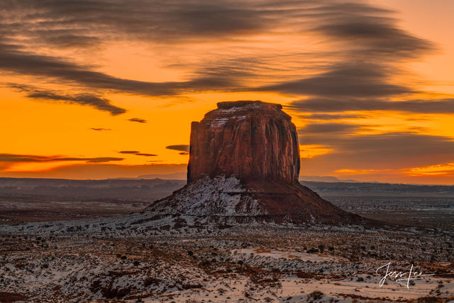 Golden hour beauty in Monument Valley, Arizona.