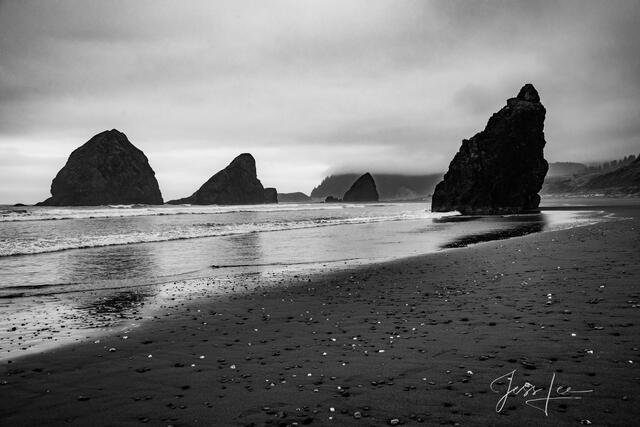 Black and white photo of the Oregon Coast.