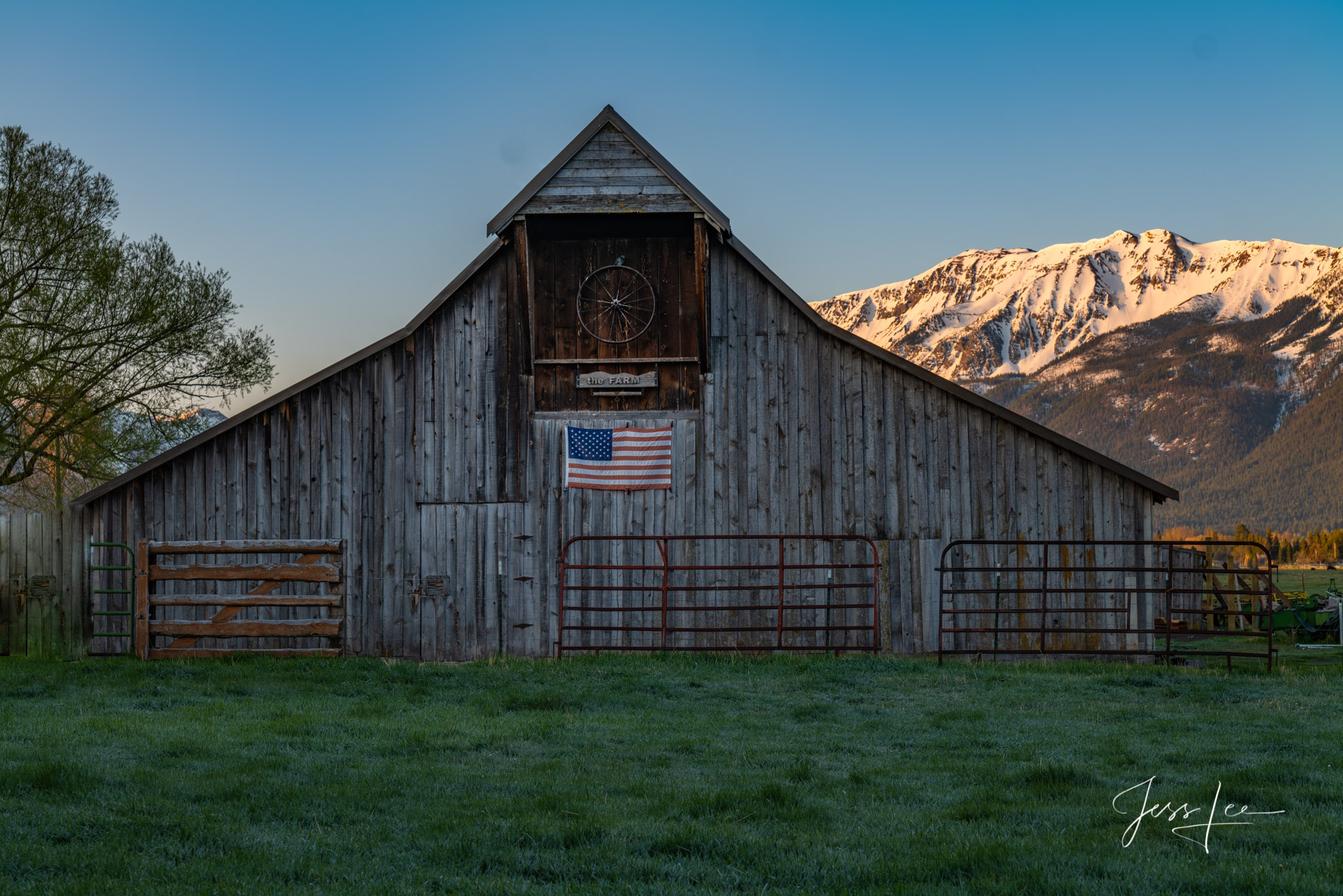 The American Barn. Fine Art prints of this iconic rustic barn in Rural America.