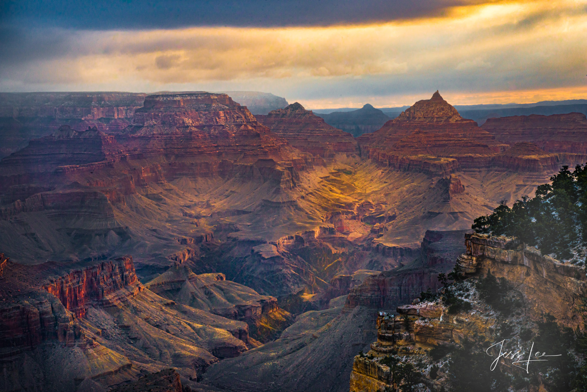 View of the expansive Grand Canyon in Arizona.