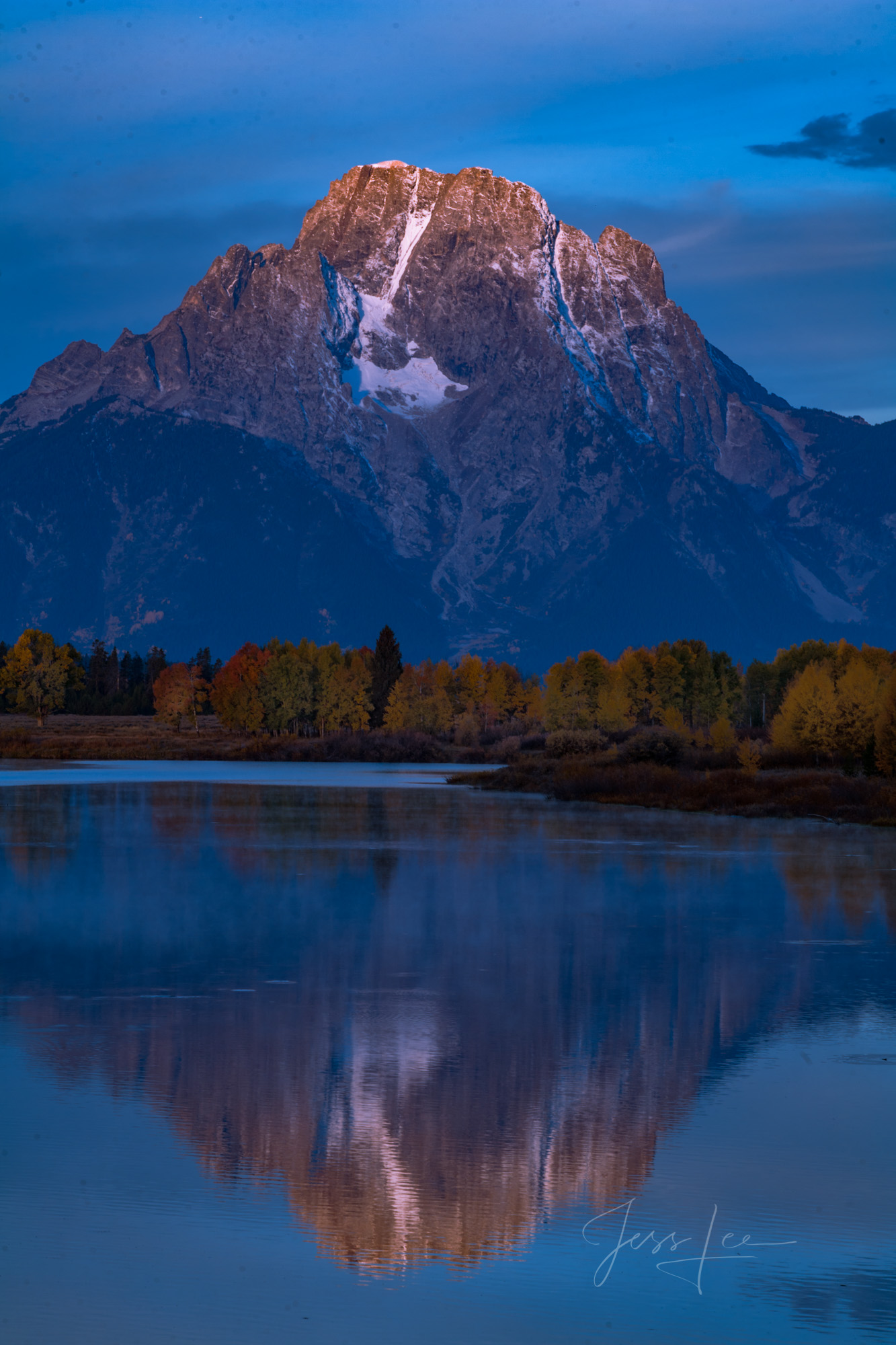 Photograph of Grand Tetons in Wyoming, autumn, color, fall, mountains, national park, wyoming, adventure, photography in mountains, mountain reflection, lake, water, photo