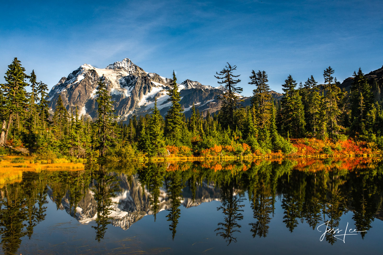 photo of Mount Shuksan, North Cascades National Park, Washington state photography, landscape, mountain range, snow-covered peaks, Pacific Northwest, PNW, autumn, fall colors, lake, reflections on wat, photo