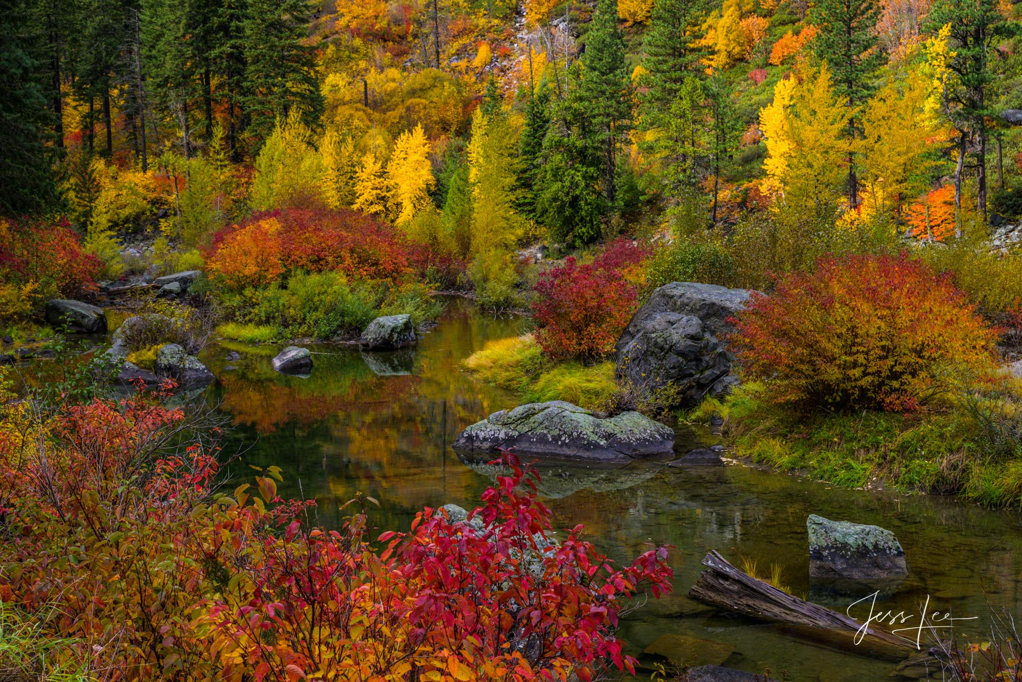 photo of alpine lake in Washington, Leavenworth, fall color photography, fine art, mountains, trees, snow, fall, color, lake, Pacific Northwest, PNW , photo